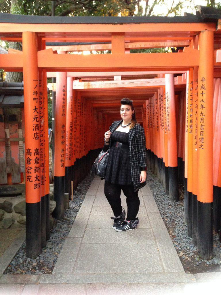 tokyo travel curvy girl city guide japan fushimi inari kyoto