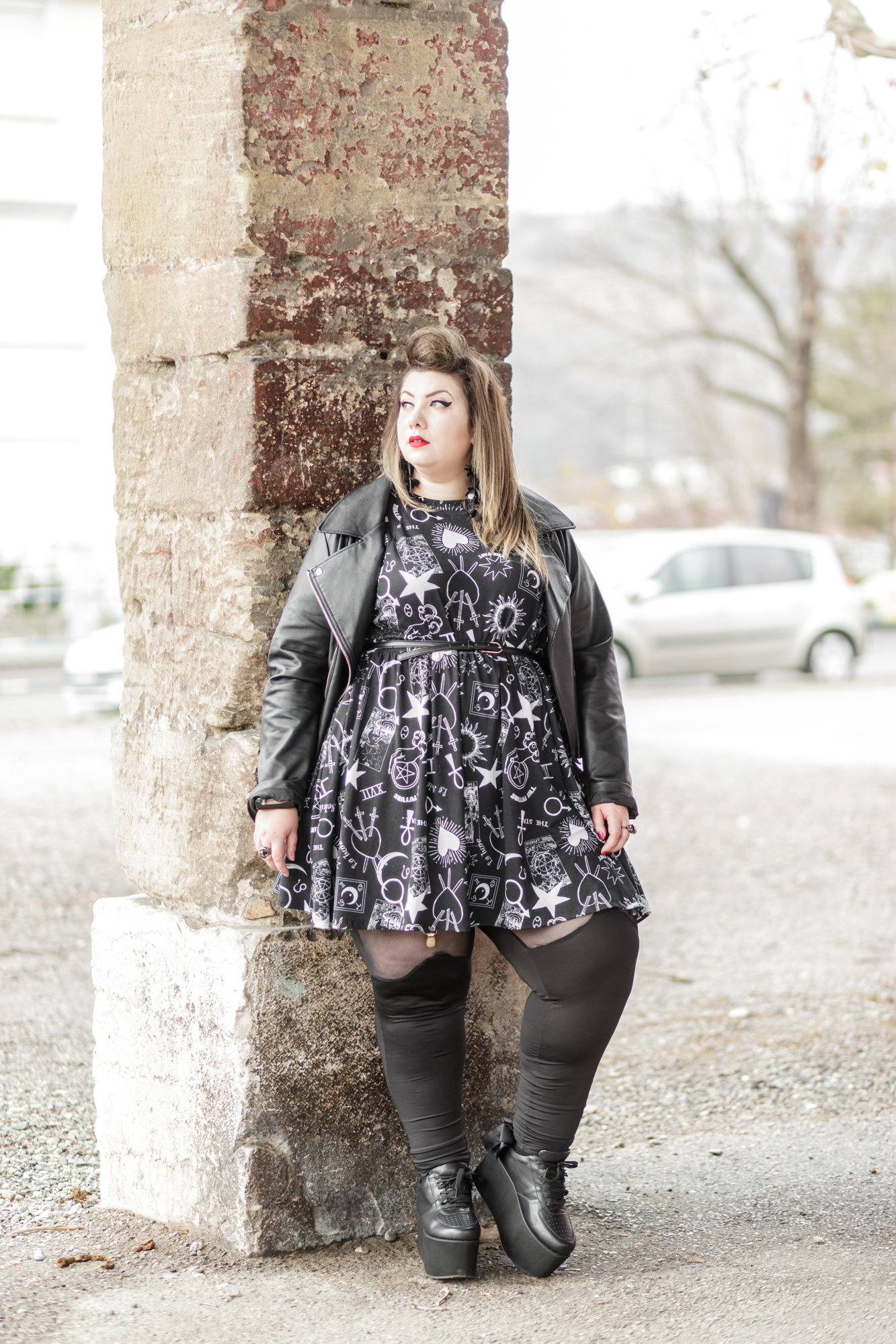 plus size blogger gothic witch alternative curves grande taille curvy girl bbw