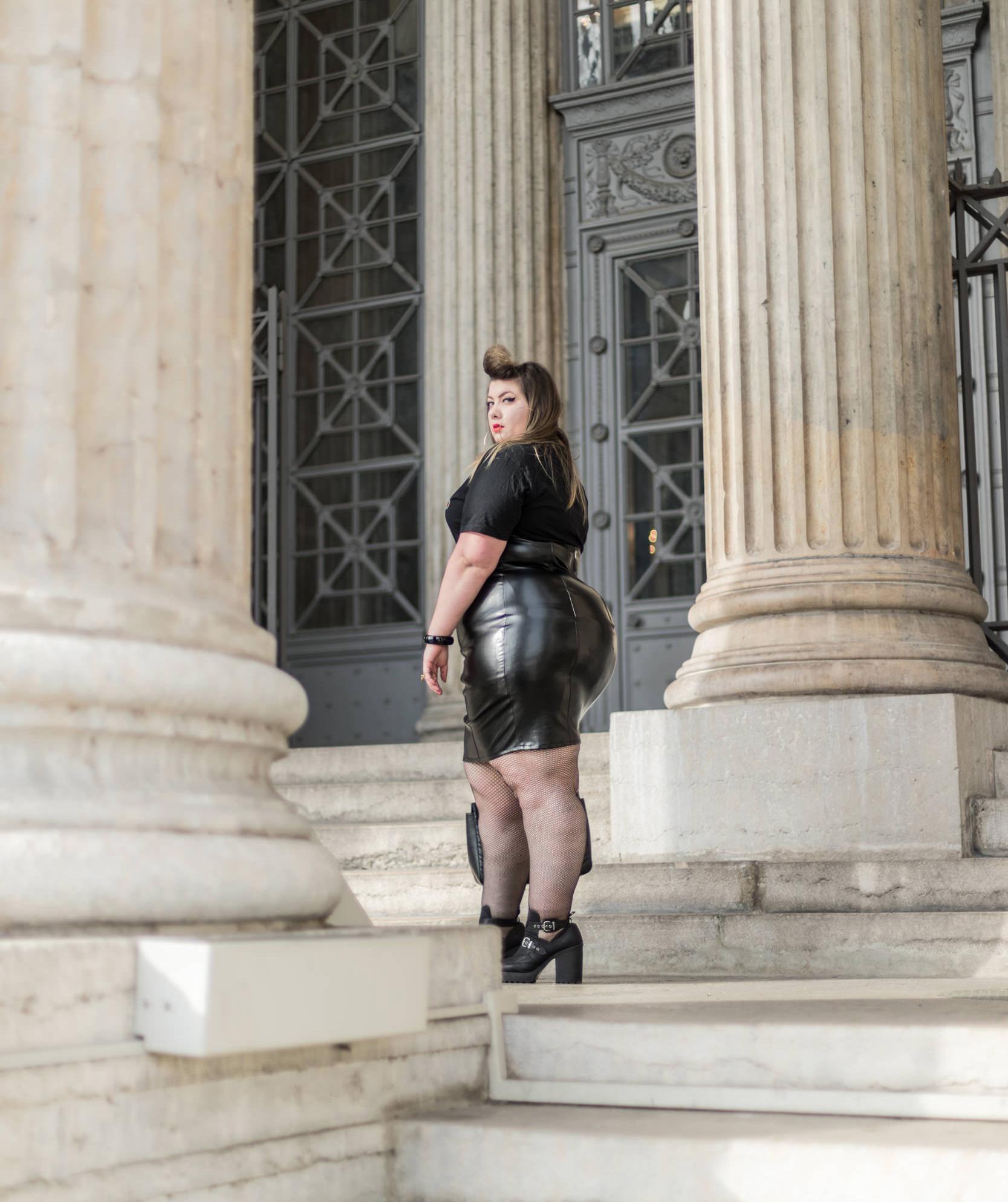 fashion nova curve leather dress plus size curvy girl blogger ronde