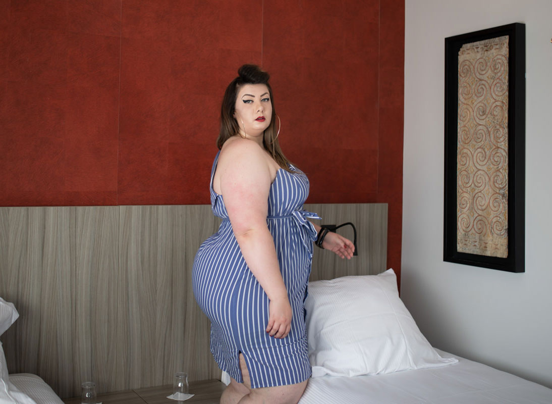 eloquii bodycon stripes asymetric dress plus size mode grande taille booty curvy girl bbw blogger