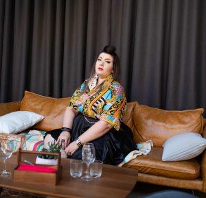 asos curve homme grande taille plus size baroque foulard shirt skater skirt curvy girl blogger