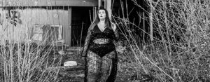 pretty little thing plus size grande taille sequin dress party big booty hourglass ronde grosse curvy blogger