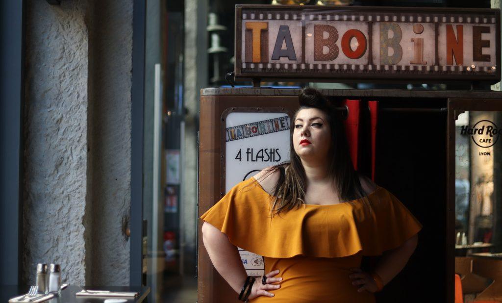 boohoo curvy yellow ruffle sport dress bodycon mode grande taille curvy girl fat ronde bbw blogger